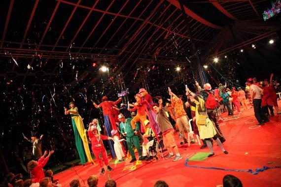 L'Arche à Beauvais anime la 2e veillée de la fête de famille du Jubilé, mai 2014