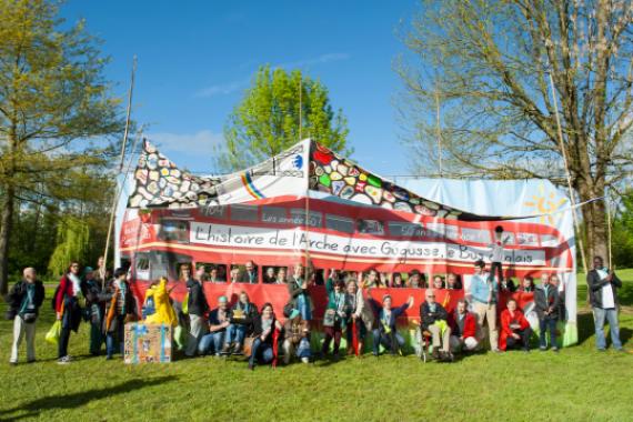 La communauté de L'Arche à Paris à Paray le Monial (fête de famille des 50 ans).