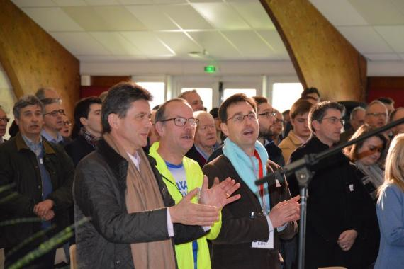 henri de castries applaudissant aux EDC régionaux à  L'Arche à Trosly