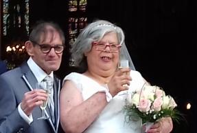 Handicapés et amoureux, ils se marient