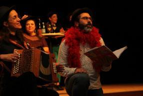accordéoniste scène de théâtre